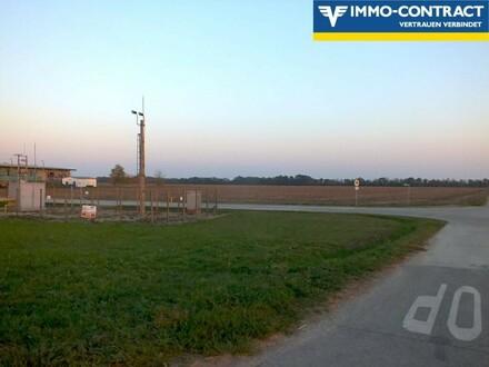Industriefäche in der Nähe der Grenze und der A4/M1 Autobahn