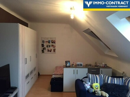 Kleine Mietwohnung im Dachgeschoss!