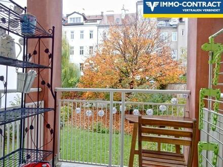 Schlafzimmer mit Ausblick vom zweiten Balkon
