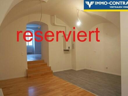 (Reserviert) Erstbezug nach Sanierung - Geniale Wohnung am Hauptplatz mit Zimmer in den Hof & Loggia. Generalsaniertes Stadthaus,…