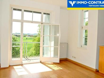 Wohnzimmer mit Balkon und herrlichem Ausblick