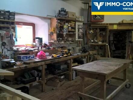 Tischlerei- und Zimmereibetrieb mit Maschinen und Geräten