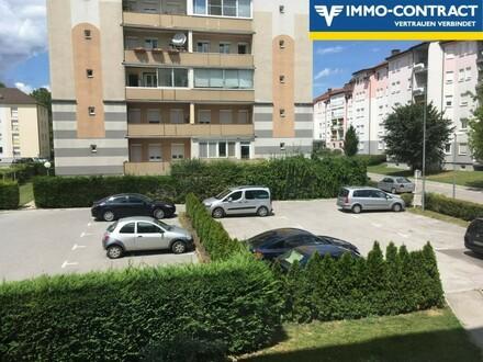 Wohnhaus mit Parkplatz