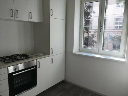 Gemütliche kleine Wohnung: NEUE KÜCHE (!) + ZIMMER + NEBENRÄUME (teilweise frisch saniert!)