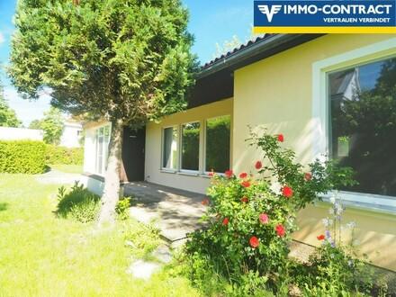 großzügiger Wohnraum mit Terrassenanschluss