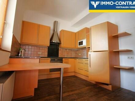 wunderschöne, helle Küche mit Sitzgelegenheit