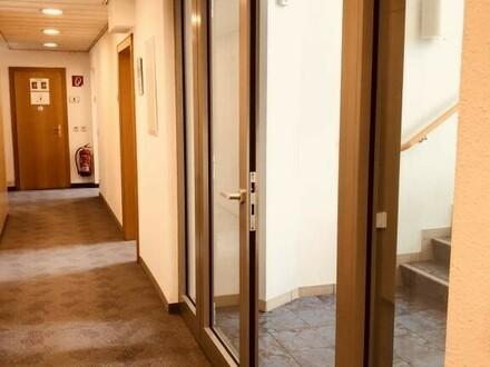 Helles Büro in Bestlage, Büros mit Flächen von 112m², 286m² oder 698m² , im Zentrum von Schwechat inkl. KFZ Stellplätze.…