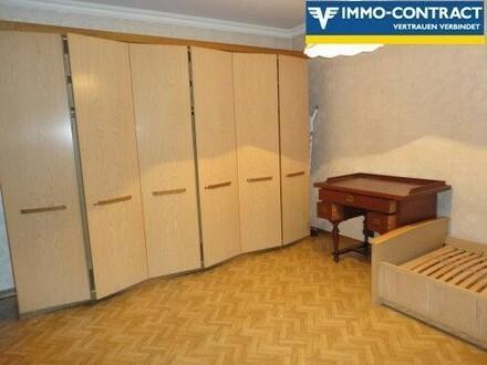 Schlafzimmer mit Fischgrätparkett