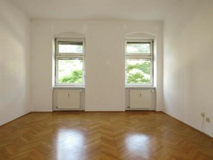 Schicke 2 Zimmer-Altbau-Wohnung mit großzügigem Balkon!