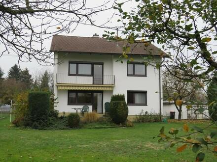 gepflegtes Ein- oder Zweifamilienhaus
