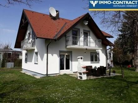 großzügiges Zweifamilienhaus mit großem schönen Garten