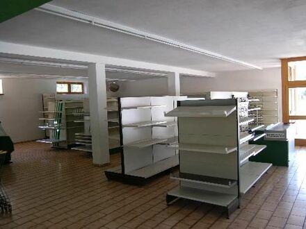 Geschäfts- oder Büroflächen mit großer Auslagenfront an der Bundesstrasse
