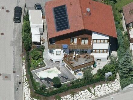 Landhaus in ruhiger Lage mit See- und Gebirgsblick in Altmünster am Traunsee