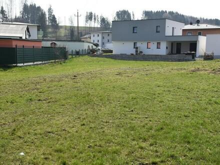 Sonniges, ebenes Baugrundstück in netter Neubausiedlung
