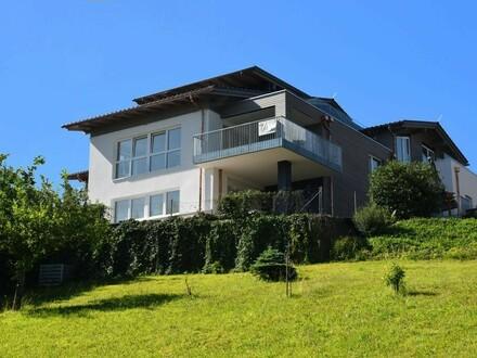 Traumhafte Dachgeschosswohnung mit See- und Gebirgsblick