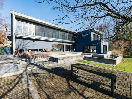 Neuwertiges großzügiges modernes Einfamilienhaus in sonniger Lage mit Schwimmteich