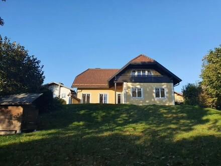 Henndorf am Wallersee: Exklusives, 1-2-Familienhaus mit 2 autarken Wohnungen in zentraler, ruhiger Ortslage mit parkähnlichem…