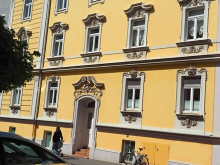 Salzburg Andräviertel: Sonniges 3-Zimmer-Terrassen-Juwel im Jahrhundertwendehaus mit Blick in den grünen Innenhof