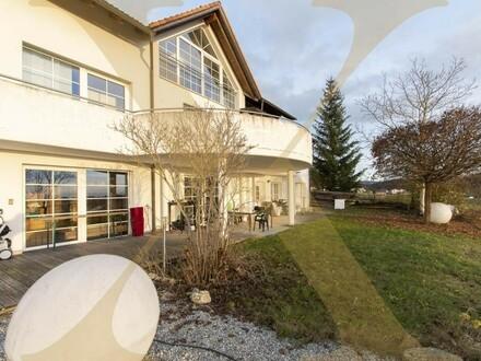 Großzügiges Ein-/Mehrfamilienhaus mit Pool & traumhaftem Ausblick in Herzogsdorf zu verkaufen!
