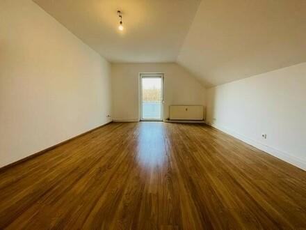 3 bis 4-Zimmer-Wohnung mit Balkon, Eigengarten und Einzelgarage