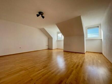 Großzügige 3,5 bis 4-Zimmer-Dachgeschosswohnung