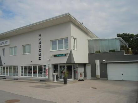 Büro- und Geschäftshaus an der B139 / Kremstalstraße