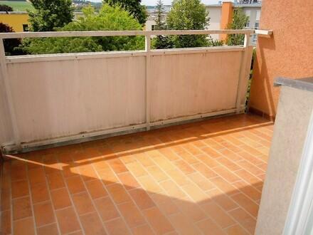 Helle 2-Zimmer-Wohnung mit hofseitigem Balkon