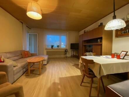 Perfekt aufgeteilte 2-Zimmer-Wohnung mit Loggia und Parkplatz