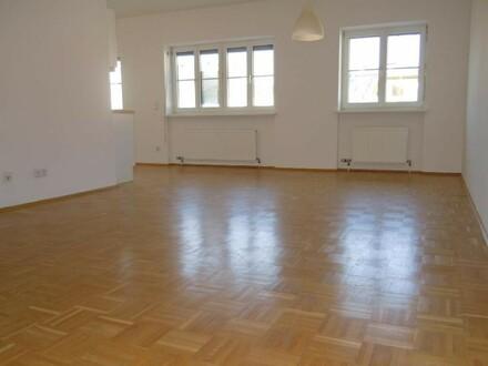 TOLLE STAFFELMIETE!!! Helle 2-Zimmer-Wohnung - Wohnbauhilfetauglich