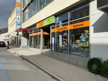 """Großzügige, barrierefrei erreichbare, Handels- oder Büroflächen im Traditionshaus """"Altzinger-Hof"""" Perg Zentrum"""