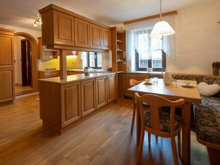 Kaufen und sofort Erträge erzielen: Preiswertes Wohn- und Geschäftshaus im Zentrum von Mönchdorf macht`s möglich!