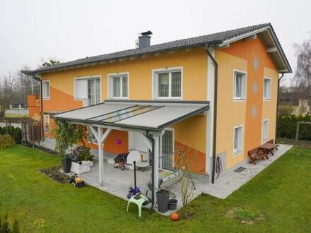Neuwertiges barrierefreies Zweifamilienhaus in Klam
