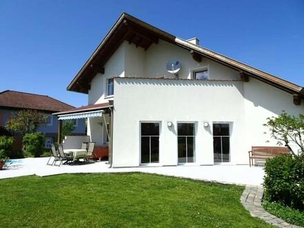 Lichtdurchflutetes Wohlfühlhaus mit Pool, Terrasse, gepflegtem Garten, Doppelgarage, ...in ruhiger Siedlung!