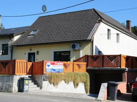 Praktisches Wohnhaus mit eingezäuntem 459 m² Grundstück, Garage und neuem Badezimmer!