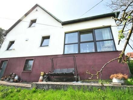 Einfamilienhaus mit Aussicht großem 1.184 m² Hanggrundstück und Garage