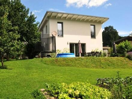 Neuwertiges Einfamilienhaus mit wunderbarem Garten für Ruhesuchende!