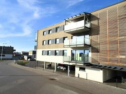 Moderne, neuwertige Eigentumswohnung mit großem Balkon sowie TG-Stellplatz