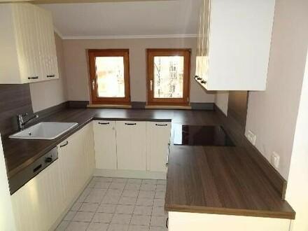 Schöne Dachgeschoss-Wohnung mit Wintergarten - keine Mieterprovision