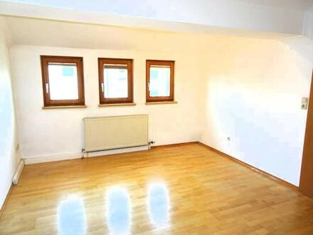 Lichtdurchflutete, großzügige Dachgeschoss-Wohnung + Wintergarten + Garage; PROVISIONSFREI