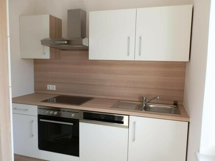 Freundliche Mietwohnung mit neuwertiger Küche samt PKW-Abstellplatz sucht ordentlichen Mieter/in - provisionsfrei
