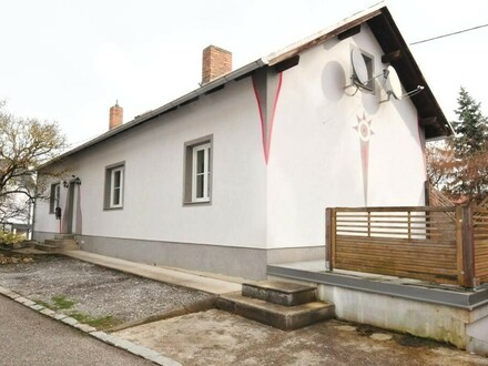 Bezugsfähiges, praktisches Wohnhaus mit eigener Garage im Zentrum!