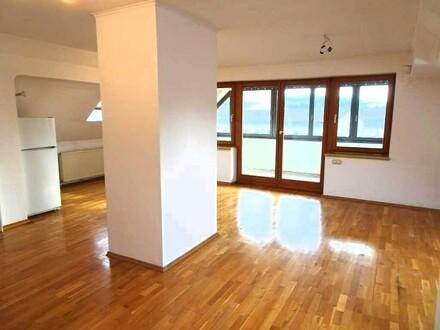 Lichtdurchflutete, großzügige DG-Wohnung + 25 m² verglaster Loggia und Garage; PROVISIONSFREI