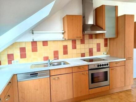 PROVISIONSFREI - Dachgeschosswohnung mit Gartennutzung für ruhesuchende Mieter
