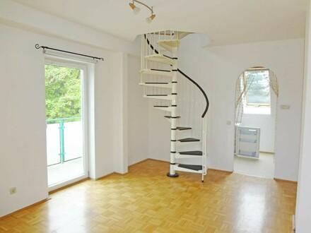 Wohnen auf zwei Ebenen - Schöne Zweizimmerwohnung mit Balkon