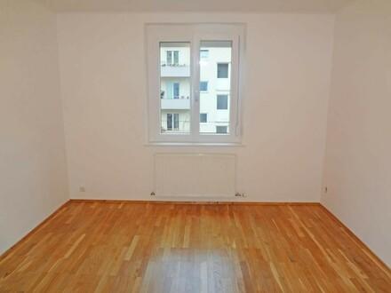 Schöne 3-Zimmerwohnung am Auberg mit kleinem Balkon und Kfz-Stellplatz
