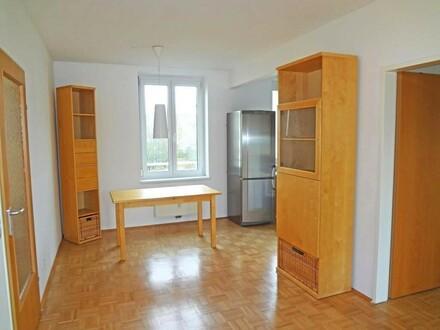Helle, moderne Dreizimmerwohnung mit Loggia und Einzelgarage!