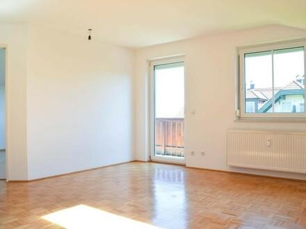 VERKAUFT Helle 2-Zimmer Wohnung mit Aussicht und Doppelcarport