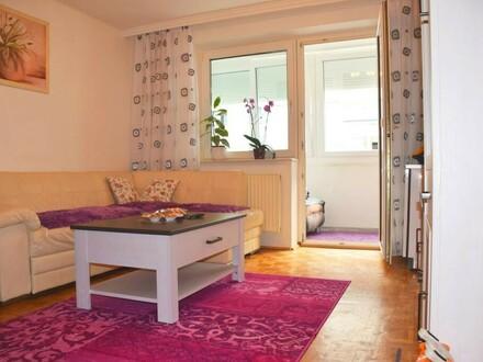 Wohnzimmer mit Blick auf Loggia