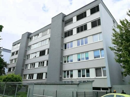Anlegerwohnung! Kleine helle 2-Zimmer Wohnung mit Einzelgaragenbox und Kellerabteil