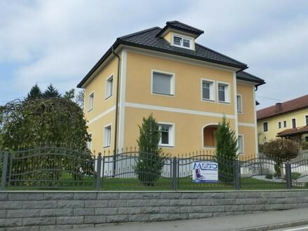 Sehr gepflegtes Wohnhaus